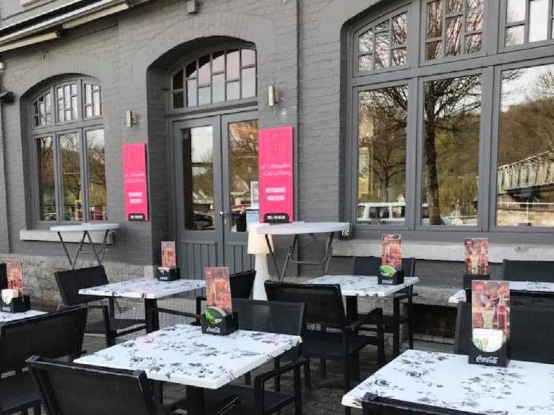 L-atmosphere-cote-meuse-restaurant-anseremme-1