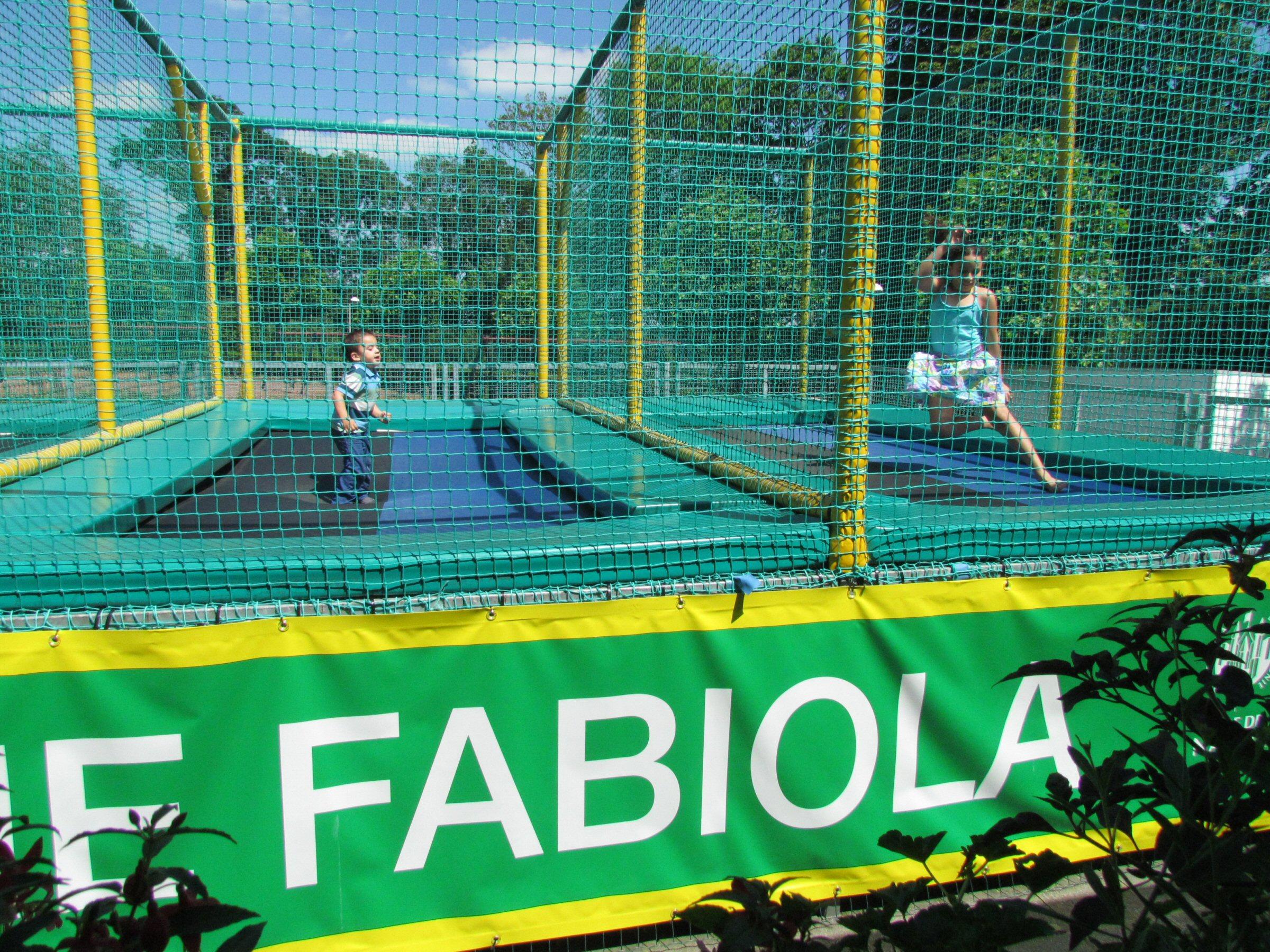 Parc attractif Reine Fabiola trempoline